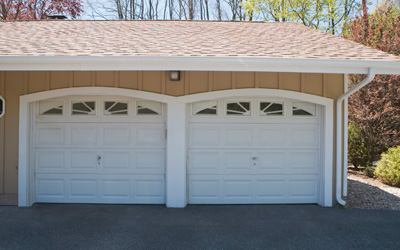 4 Ways to Prevent Garage Door From Tiny Critter & Windy Drafts